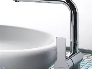 Water Hotel - Madrid: Baños de estilo moderno de Ramon Soler