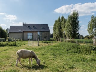 Country style house by Briand Renault Architectes Country