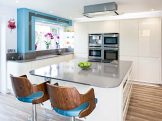 Urban Living Kitchen : modern Kitchen by Lisa Melvin Design