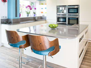 Urban Living Kitchen Modern style kitchen by Lisa Melvin Design Modern