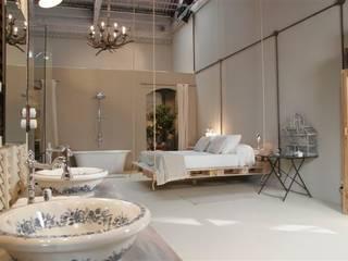 Suite con encanto: Baños de estilo clásico de Ramon Soler