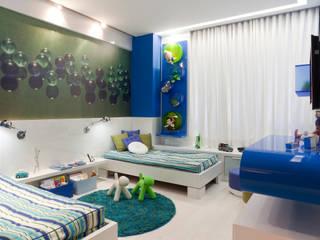 Classic style nursery/kids room by Interiores Iara Santos Classic