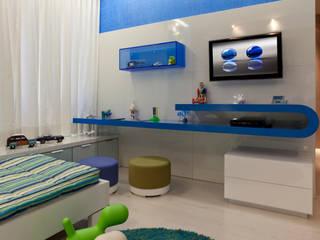 Phòng trẻ em phong cách kinh điển bởi Interiores Iara Santos Kinh điển