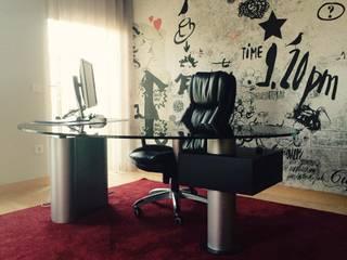 Bachelor's Apartment: Escritórios e Espaços de trabalho  por EMME Atelier de Interiores