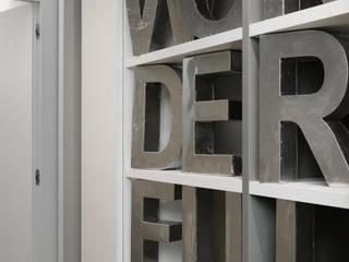 Couloir, entrée, escaliers modernes par Studio Andrea Castrignano Moderne