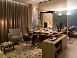 Classic style study/office by Interiores Iara Santos Classic