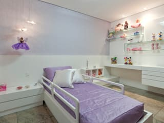 Modern nursery/kids room by Interiores Iara Santos Modern