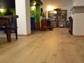 Ristrutturazione Villa Privata (UD): Pareti in stile  di Skema srl