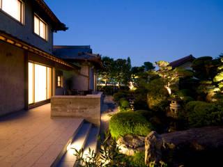 街道の家: 株式会社 中村建築設計事務所が手掛けた庭です。