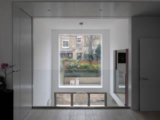 Bolingbroke Road Salas de estilo moderno de Inglis Badrashi Loddo Moderno