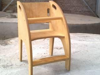Diversen kleine houten meubels en objecten:   door Atelier de Wig, Scandinavisch