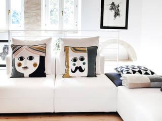 Casa Amalasunta: Soggiorno in stile in stile Mediterraneo di Ossigeno Architettura