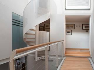 Parapetto ferro e acciaio: Ingresso & Corridoio in stile  di Lormet Steel Design
