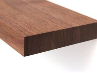 Wandregal aus Nussbaumholz:   von Späht Manufaktur