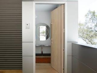 Avalon House:  Kitchen by Greg Natale Design