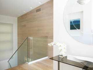 Avalon House Modern Corridor, Hallway and Staircase by Greg Natale Design Modern