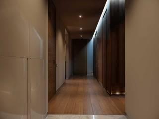 Couloir, entrée, escaliers minimalistes par Address Minimaliste