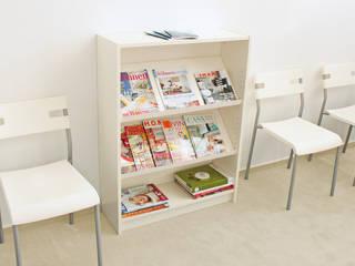 Zeitschriftenregal aus MEHRFACH Einsatz für Billy Regal von Ikea:  Geschäftsräume & Stores von NSD New Swedish Design GmbH