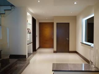 Detalle de pasillo: Pasillos y recibidores de estilo  por fc3arquitectura