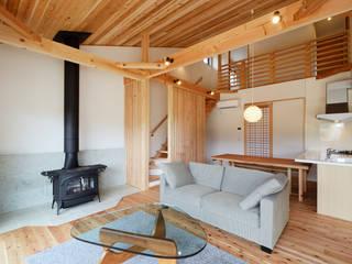 Salon moderne par 株式会社kotori Moderne