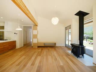 Salas / recibidores de estilo  por 株式会社kotori, Escandinavo