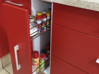 ARKIZA ARQUITECTOS by Arq. Jacqueline Zago Hurtado KitchenStorage Aluminium/Zinc Red