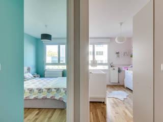 Appartement moderne à Clichy Chambre moderne par Decorexpat Moderne