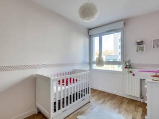 Appartement moderne à Clichy Chambre d'enfant moderne par Decorexpat Moderne
