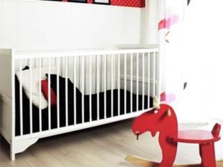 北欧デザインの 子供部屋 の Sałata-Pracownia Architektury Wnętrz 北欧