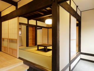 Corridor & hallway by 吉田建築計画事務所