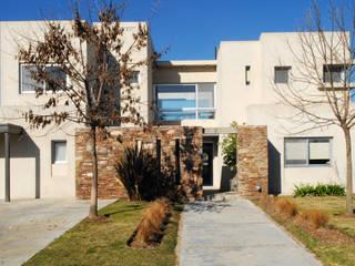 Moderna Piedra y Color Casas modernas: Ideas, imágenes y decoración de LLACAY arquitectos Moderno
