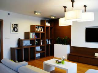 Salones de estilo moderno de Projektowanie wnętrz Berenika Szewczyk Moderno