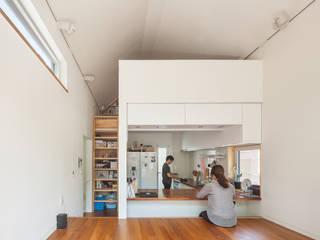 Salas / recibidores de estilo moderno por OBBA