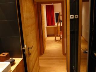 Ferienwohnung Celerina Rustikale Fenster & Türen von RH-Design Innenausbau, Möbel und Küchenbau Aarau Rustikal
