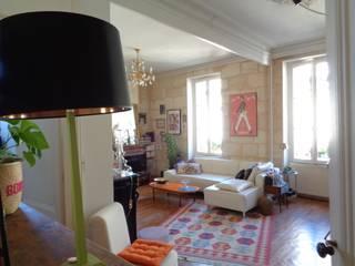Salon: Salon de style  par Maison Intuition