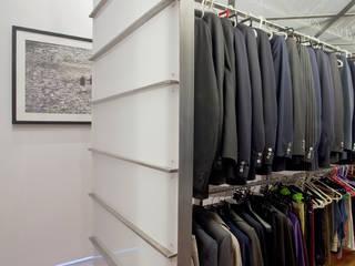 ODD - Officina D'architettura e Design Closets de estilo moderno