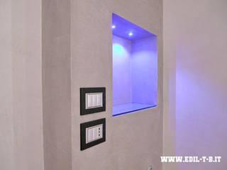 Incasso interno in cartongesso: Ingresso & Corridoio in stile  di Edil T&B