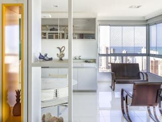 Residência T|R - VZ Arquitetas Lyssandro Silveira Salones de estilo moderno Blanco