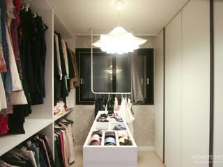 Modern dressing room by 홍예디자인 Modern