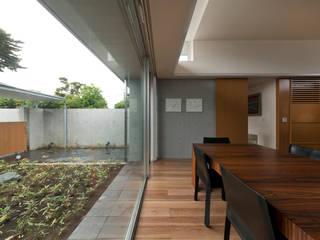 有限会社 宮本建築アトリエ Puertas y ventanas de estilo ecléctico