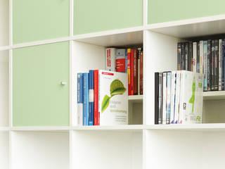 Fachteiler TRAPPSTEG für Ikea Kallax Regal in weiß:  Schlafzimmer von NSD New Swedish Design GmbH