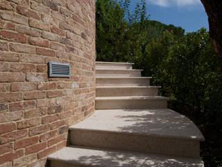Couloir, entrée, escaliers rustiques par Arte Pietra Rustique