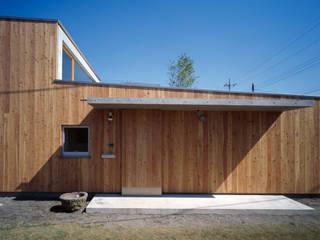 Casas modernas por 桐山和広建築設計事務所 Moderno
