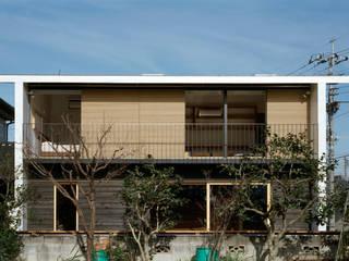 Modern houses by 桐山和広建築設計事務所 Modern