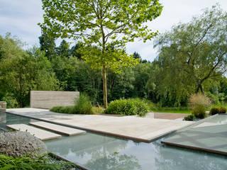 Privatgarten am Teich BEGRÜNDER Moderner Garten
