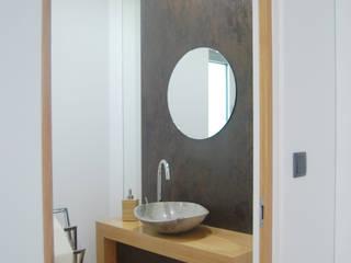 Bathroom furniture por KUUK Moderno