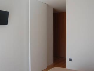 Hình ảnh cửa sổ & cửa ra vào phong cách tối giản bởi KUUK Tối giản