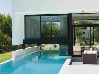 Casa Grand Bell Piletas modernas: Ideas, imágenes y decoración de Remy Arquitectos Moderno