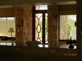 CASA DE CAMPO LOMAS DEL REY: Cocinas de estilo  por ART quitectura + diseño de Interiores. ARQ SCHIAVI VALERIA