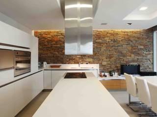 Cocinas de estilo moderno de Remy Arquitectos Moderno